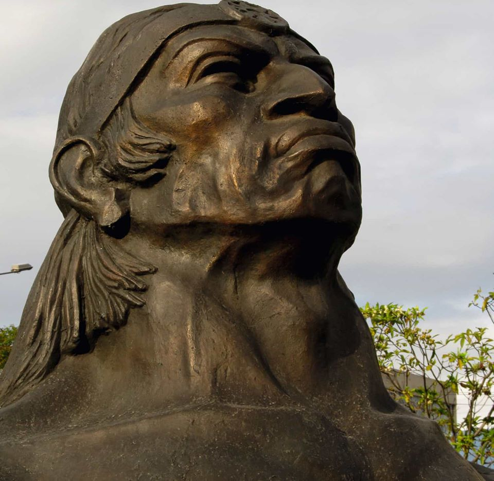 Rumiñahui statue
