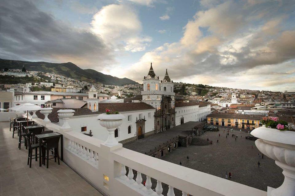 Plaza San Francisco de Quito desde Casa Gangotena