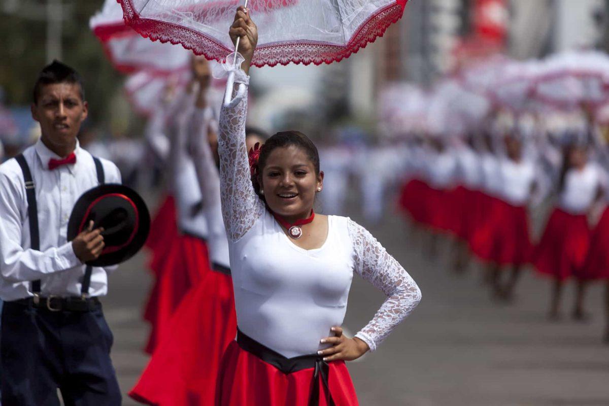 Desfile por la celebración del Inti Raymi
