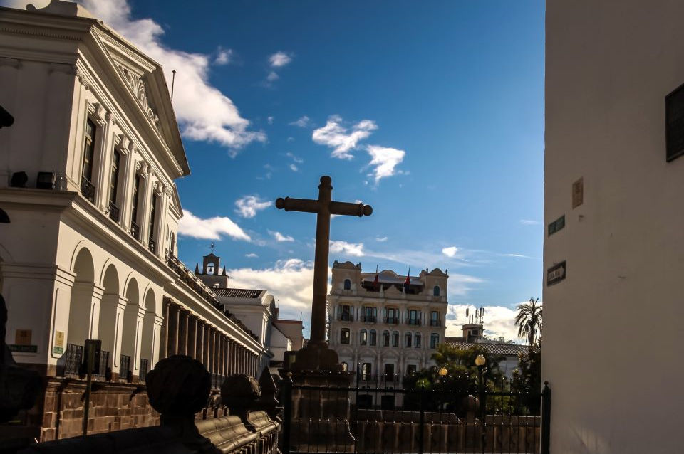La calle de las 7 cruces en el Centro Hitórico de Quito.
