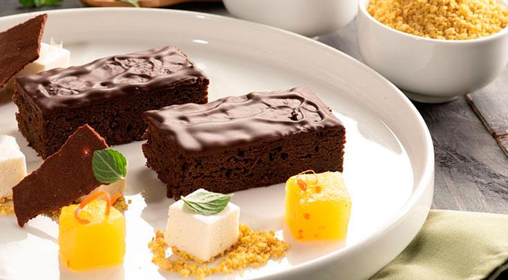 Brownie Choco Banana de Mikuy listo para servir en tu mesa